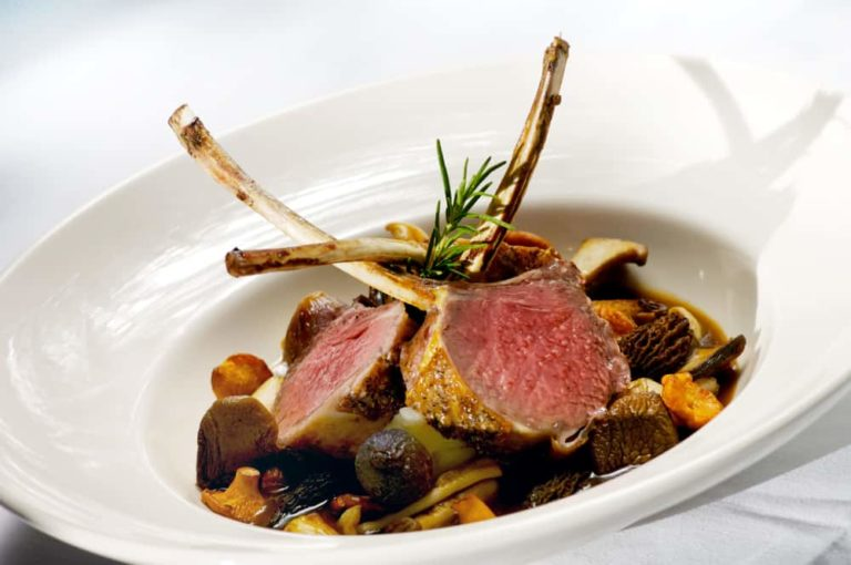 Lamb Cutlets with Red Wine and Redcurrant Gravy