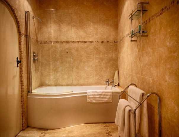 Bramble suites bathroom at felbrigg Lodge hotel in North Norfolk