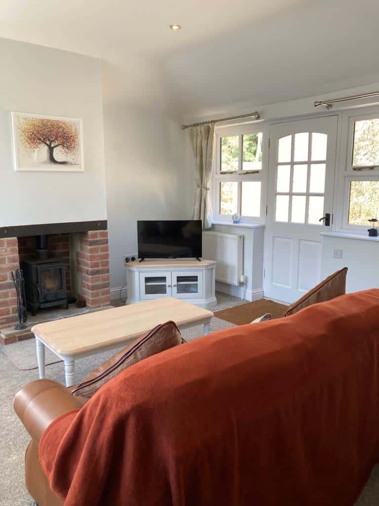 Tamlounge and Fireplace